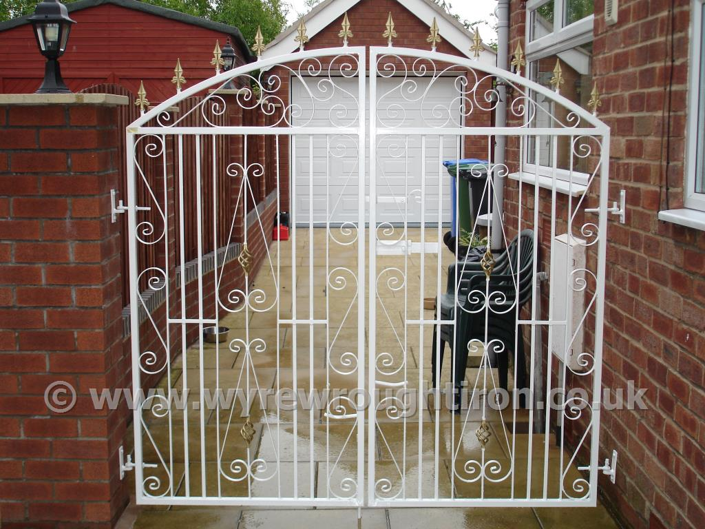 Tall double gates in Popular design with railheads and cage twists. Galvanised, powder coated white and fitted to close off the rear of Thornton household.